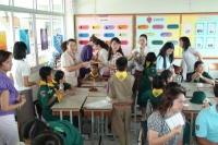 สอนนักเรียนเรื่องการคัดแยกขยะในครัวเรือน